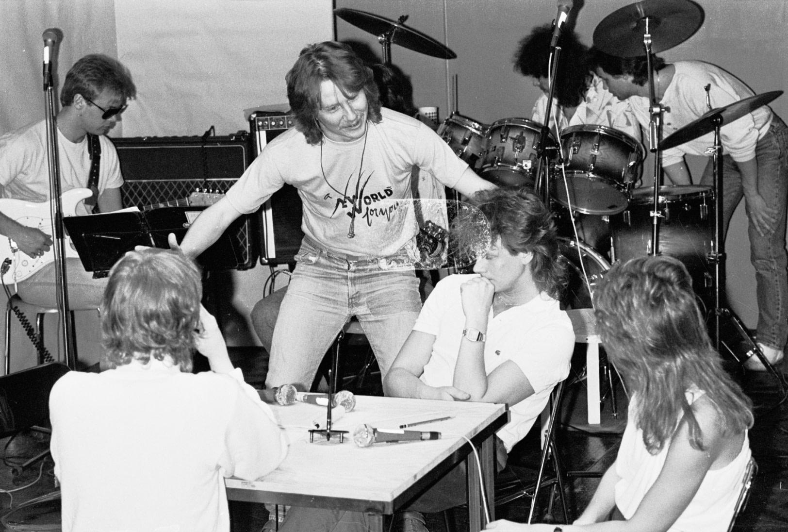 The Nucléar Cabaret 1986 Med H2O I Bakgrunden